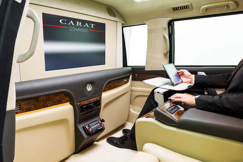 Cruiser interior screen carat duchatelet ipad business man